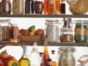 5 Easy Steps to Makeover your Pantry- and Make Room for a Leaner, Lighter You.!!